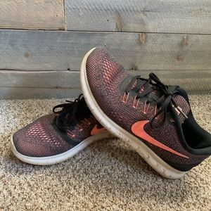 Black and coral / pink Nike Free Run Shoes